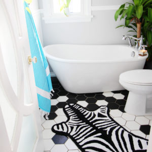 Produktbild, badrumsmatta i zebraform.