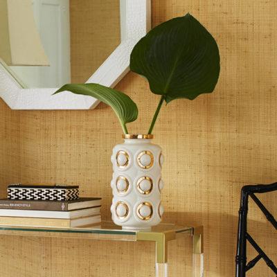 Produktbild, vit vas med gyllene cirklar.