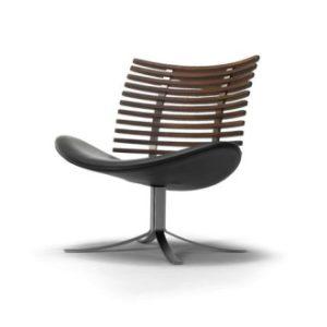 Produktbild, stol i valnöt med svart lädersits.