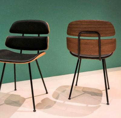 Produktbild, ek-stolar med svart lädersits